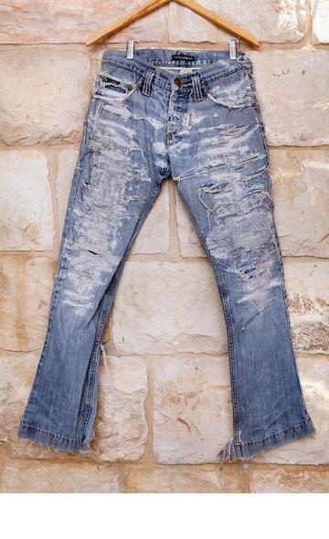 """""""מכנסיים שהם חתיכת היסטוריה"""". ג'ינס של דולצ'ה וגבאנה (צילום: ענבל מרמרי)"""