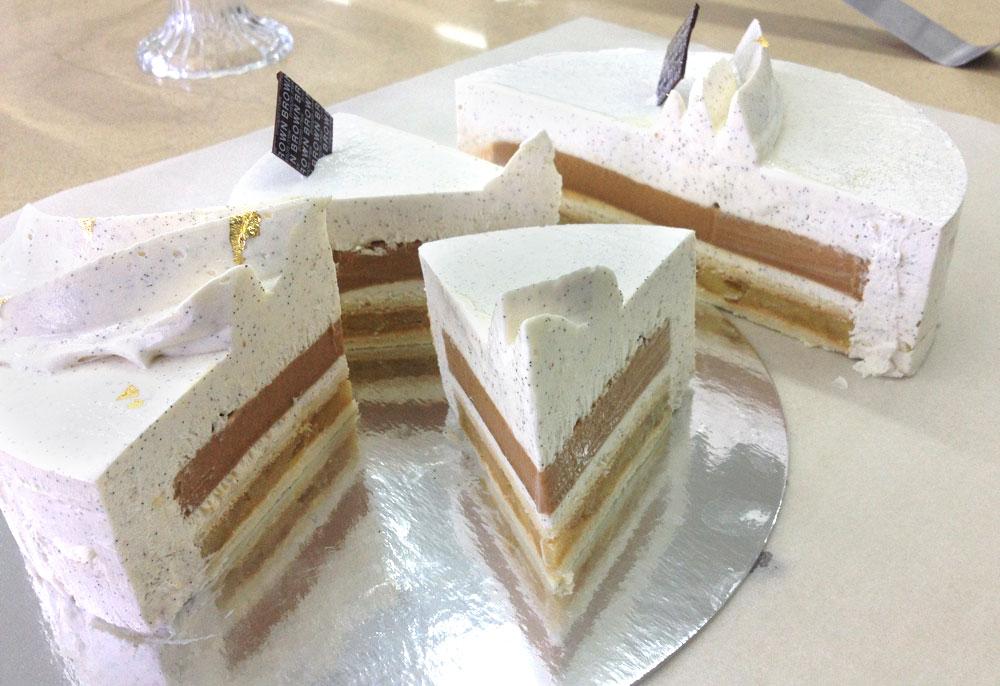 קינוח ישראלי בניחוח צרפתי. העוגה (צילום: אבי מלמדסון)