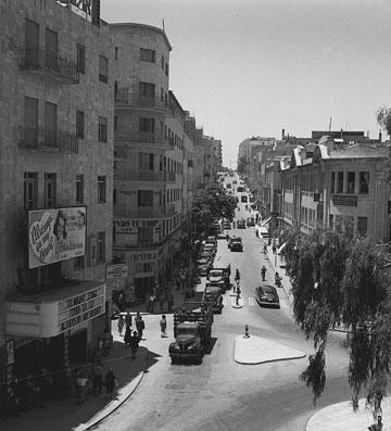 """יצאתי לתחקיר מקיף ומעמיק, שהתחיל אצל אבא שלי. שאלתי אותו על חיי היום יום של הצעירים בירושלים של שנות הארבעים"""" (צילום רפרודוקציה: גל חרמוני)"""