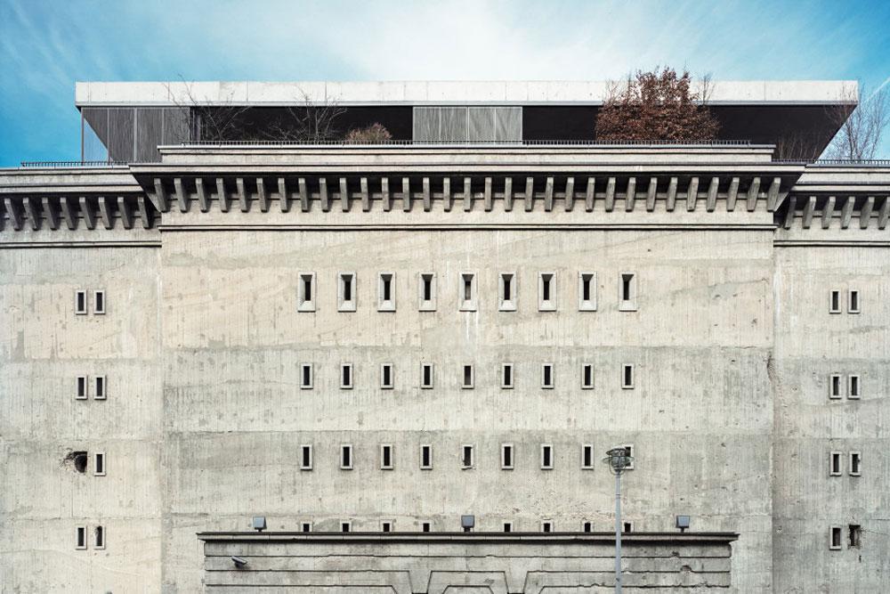 הבונקר תוכנן על ידי קרל בונאץ בניצוחו של אלברט שפר, אדריכלו האישי של היטלר. הפנטהאוז נבנה אחרי שהבניין נרכש על ידי הזוג בורוס (צילום: Ailine Liefeld for Freunde von Freunden)
