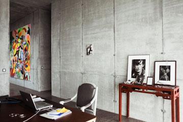 יצירות האמנות מפוזרות ברחבי הבניין (צילום: Ailine Liefeld for Freunde von Freunden)