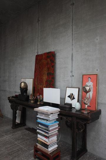 בעלי הבית יודעים שהאורחים שלהם מתעניינים בבניין יותר מאשר באמנות (צילום: Ailine Liefeld for Freunde von Freunden)