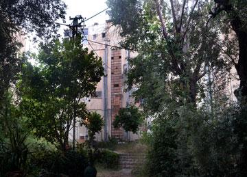 חלון תרמומטר בחיפה, מבחוץ (צילום: מתי אלמליח ומארק יאשאייב ,באדיבות אוסף מוזיאון העיר, חיפה)