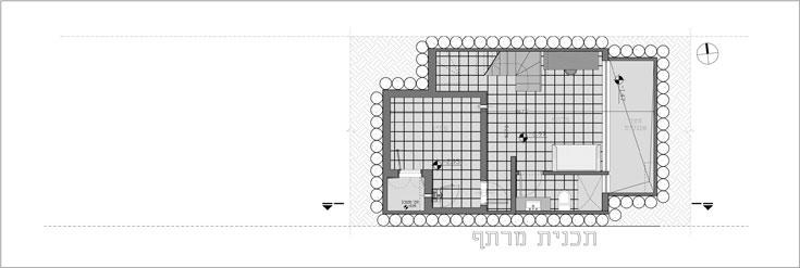 תוכנית קומת המרתף: 40 מ''ר, שני חדרים וחלון אחד גדול, בזכות חצר ''אנגלית'' מונמכת (מימין) (תכנית: עמיחי שרון)
