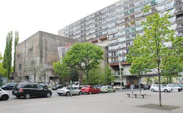 בלוק המגורים נמשך מהעבר השני של הבניין הברלינאי שהיה פעם בונקר (צילום: גילי מרין )
