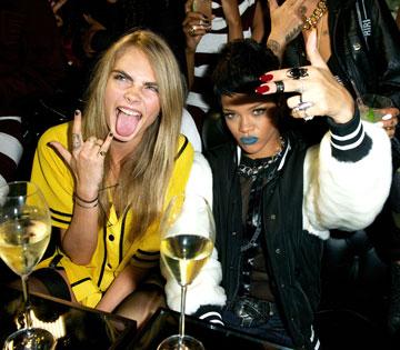 החברות הכי טובות. ריהאנה וקארה דלווין מבלות (צילום: rex/asap creative)