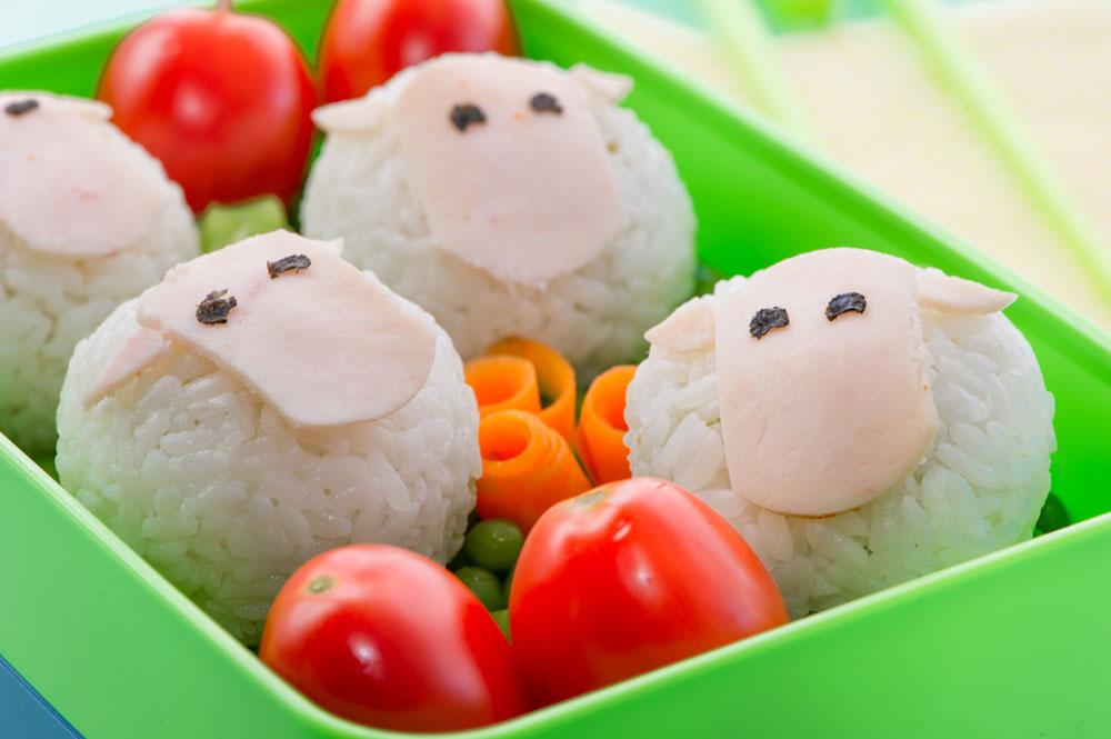 בפנים מסתתר מילוי טעים. כבשים מאורז (צילום: דודו אזולאי, סגנון: ענת לבל)