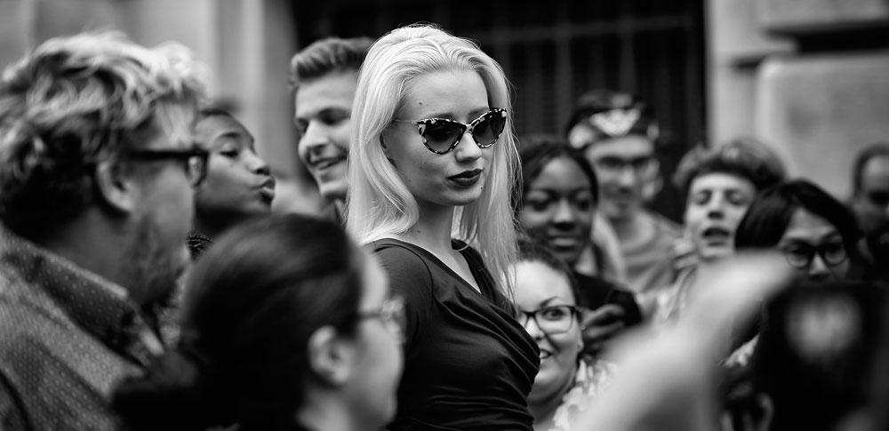איגי אזליה. לא מזיעה ממאמץ כמו ליידי גאגא, לא מעוררת רחמים כמו בריטני ספירס ולא זקוקה לתשומת לב מוגזמת כמו קים קרדשיאן (צילום: gettyimages)