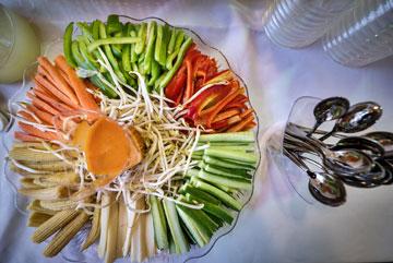 לא ג'אנק פוד. ירקות חתוכים (צילום: איתי סיקולסקי)