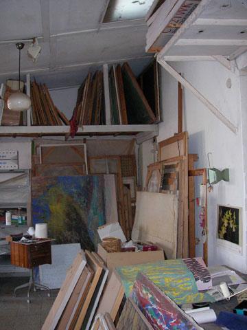 ''לפני'': המפלס העליון, שהיה הסטודיו של האמן עינן כהן, בעל הבית הקודם