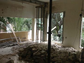 הדירה בזמן השיפוץ (צילום: יונתן דר)