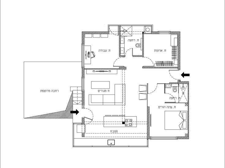 """ו""""אחרי"""". המטבח הפך לחדר ארונות, המרפסת הפכה למטבח, השירותים והאמבטיה אוחדו וחלק מקירות חדר השינה הומרו בזכוכית (צילום: יונתן דר)"""