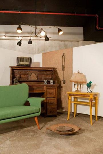 מאחורי כל רהיט יש סיפור. Storia (באדיבות גלריית Storia)