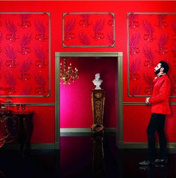 טפטים ברוקיים ונוצצים של מעצב האופנה הרלד גלוקלר. ''גולדשטיין גלרי טפט'' (צילום: wallquest studio)