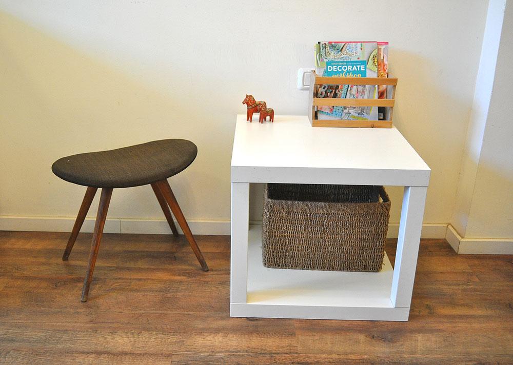שולחן בצורת קובייה, המורכב משני שולחנות לאק . ניתן לשלב בין פלטות של שולחנות בצבעים שונים וגם להרכיב לשולחן רגליים בשני צבעים שונים (צילום: דפי לויאב גופר )