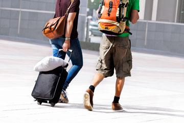 לא לסחוב את כל הבית, ולוותר על מזוודה יוקרתית (צילום: shutterstock)
