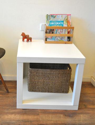 שולחן קובייה שמורכב משני שולחנות לאק (צילום: דפי לויאב גופר )
