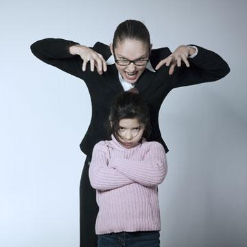 למה היא תמיד נטפלת רק לילדה שלי? (צילום: shutterstock)
