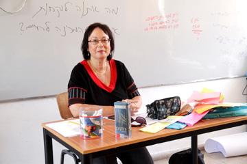 """""""חזרתי לתיכון, וחיכו לי שם לא מעט מורים שלימדו אותי, וקיבלו אותי בשמחה"""". ציפי ריבה (צילום: קובי בכר)"""