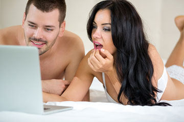 יש נשים שחושבות שאם הגבר שלהן רואה מדי פעם פורנו ומאונן, זו כבר התמכרות (צילום: shutterstock)