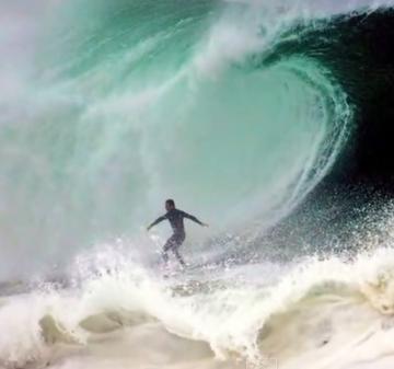 וודג', קליפורניה, זוכה במקום מפוקפק ברשימת הגלים הקטלניים ביותר (מתוך יוטיוב)