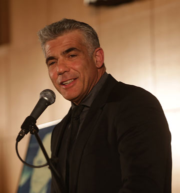 יאיר לפיד. העיתונאי הצעיר תרם להצלחה (צילום: אלכס קולומויסקי)
