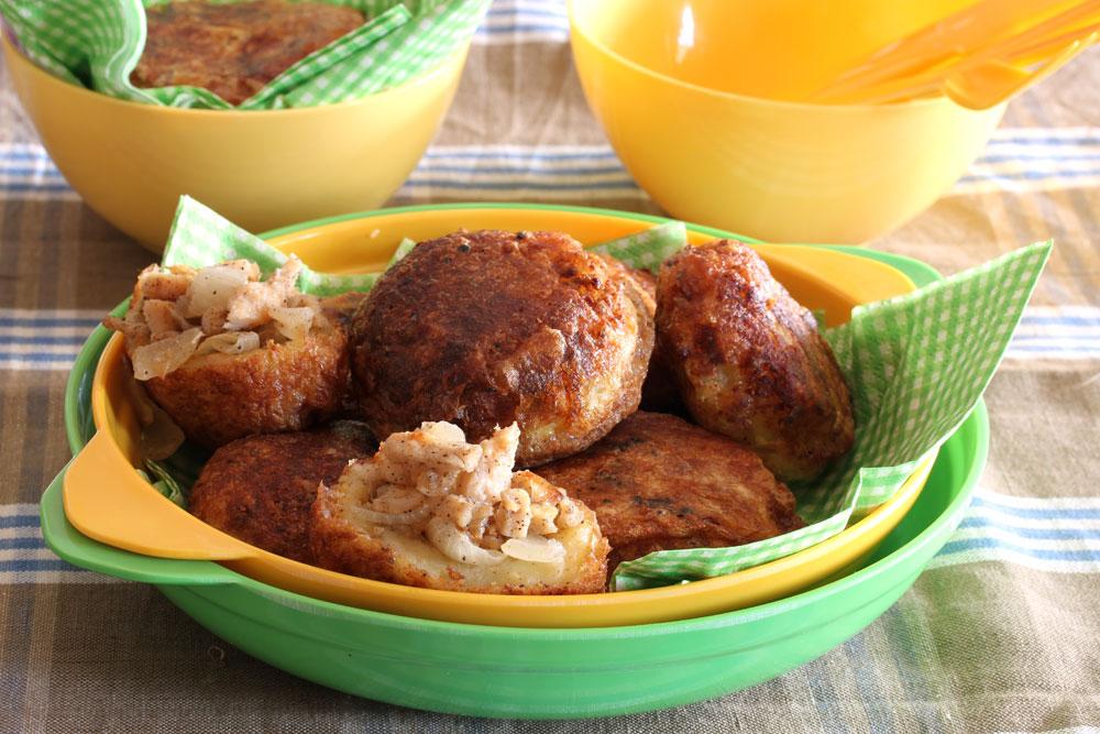 לביבות תפוחי אדמה ממולאות בשר (צילום: אסנת לסטר)