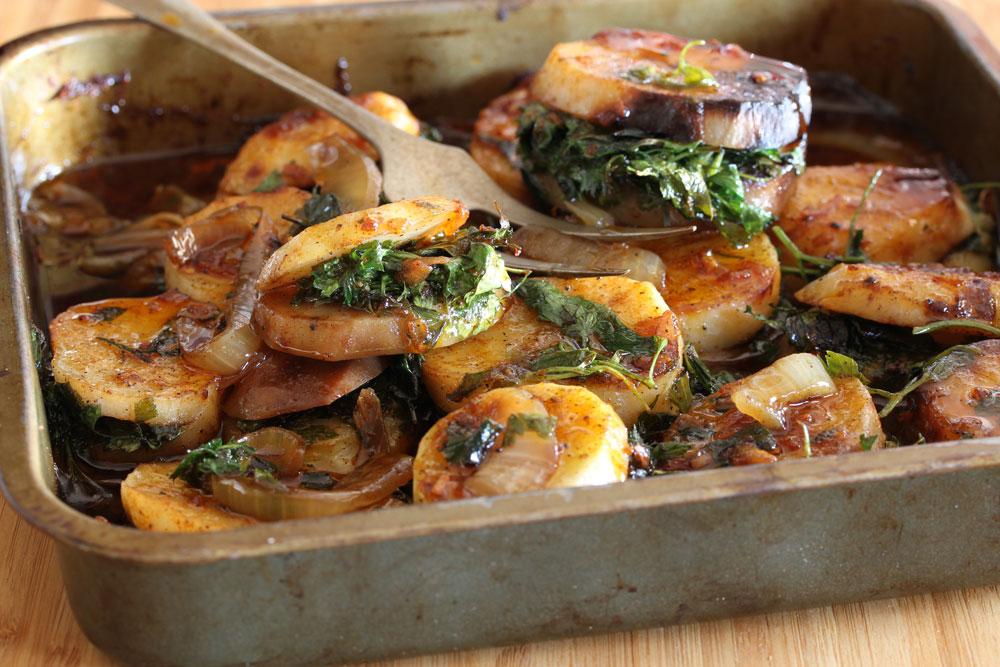 תפוחי אדמה ממולאים בפטרוזיליה (צילום: אסנת לסטר)