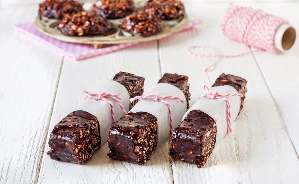 חטיפי שוקולד וחמאת בוטנים ב-10 דקות עבודה (צילום: אולגה טוכשר)