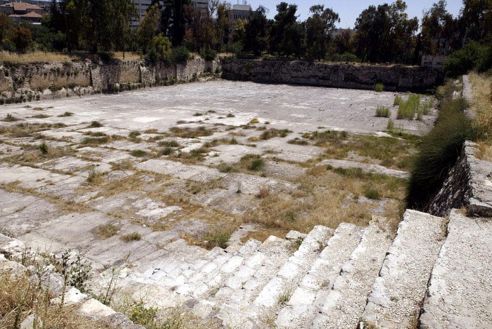 לא רחוק מכאן נמצא הקבר של עלאא' א-דין אידוע'דאי אל-כבכי, מושל צפת, וקברו של ג'שנכיר מנכורש, מושלה הצבאי של מצודת ירושלים - שניהם חיו במאה ה-13 (צילום: סבסטיאן שיינר)
