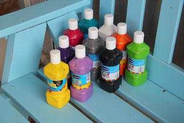 צבעי גואש. אפשר להסתפק רק בצבעי יסוד (צילום: ענבל עופר )