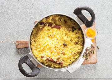 הכנת האורז (צילום: דני לרנר סגנון: פסי ברניצקי)