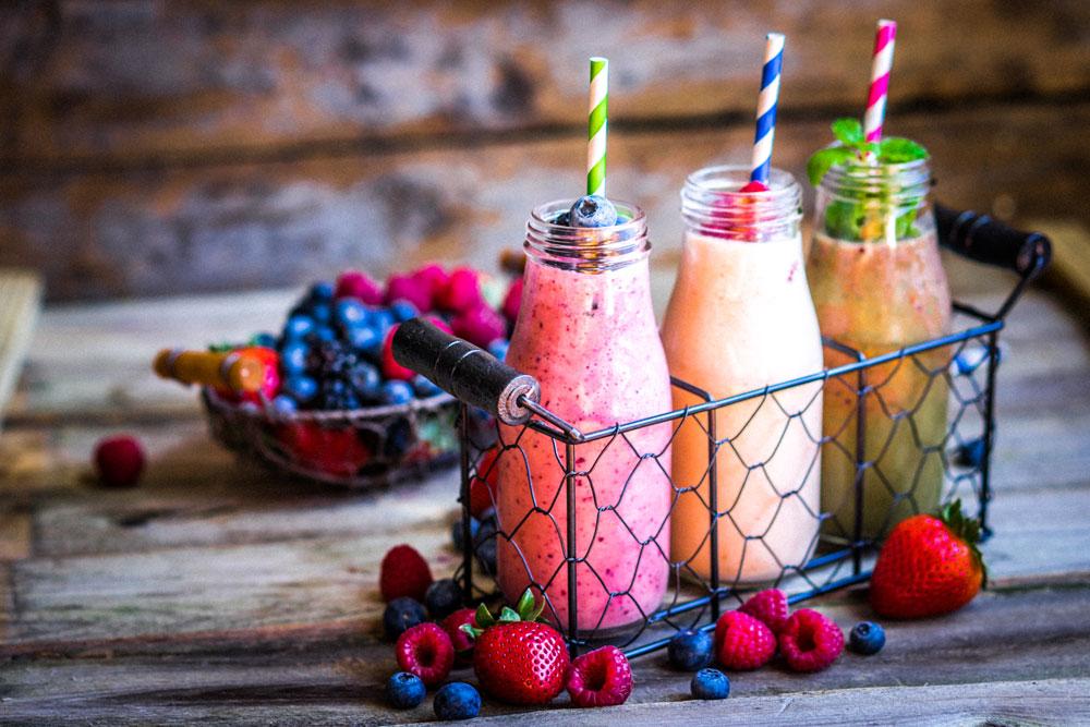 הביאו בחשבון שפירות מכילים פרוקטוז, ולכן   נסו להסתפק במנת פרי אחת בשייק, ועדיף פירות יער קפואים (צילום: shutterstock)