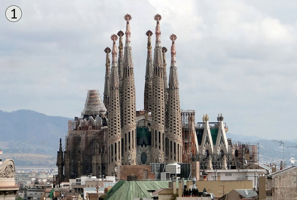 לה סאגראדה פמיליה, ברצלונה, ספרד. אתר התיירות הפופולרי ביותר בספרד והיצירה החשובה ביותר של אנטוני גאודי (צילום: Bernard Gagnon, cc)