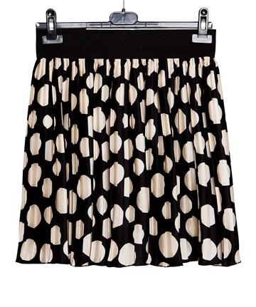 """חצאית בדוגמת עיגולים (3). """"יש לה לוק ילדותי, ואני אוהבת להרגיש כמו ילדה"""" (צילום: ענבל מרמרי)"""