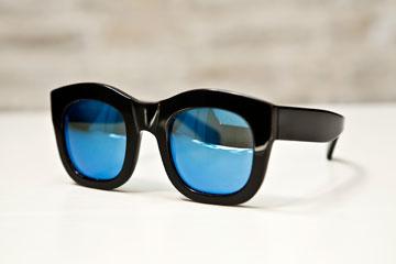 """משקפי שמש (1). """"משקפי שמש זאת מחלה, אבל מכל מחלות האופנה, זאת הכי זולה"""" (צילום: ענבל מרמרי)"""