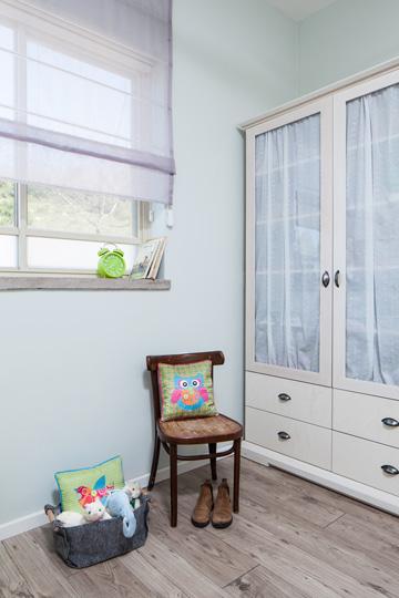 פינה באחד מחדרי הילדות (צילום: טל ניסים)