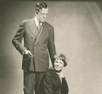 הגבר מאחורי הטייסת. ג'ורג' פוטנם ואמיליה ארהארט (צילום:  Official family photographer c. 1930s, cc)