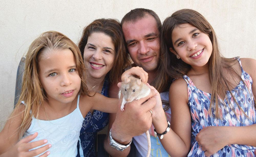 """משפחת צ'ייקה: """"אלה חיות שיש איתן הרבה אינטראקציה, מאוד חברותיות, חכמות, נקיות ואוהבות מגע""""  (צילום: אביהו שפירא)"""