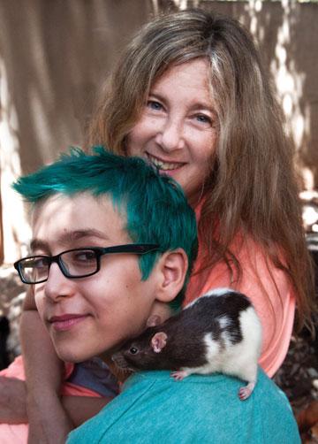 """אורית רונן: """"גם בחוגים אצלי, הילדים הכי אוהבים את החולדות"""" (צילום: עדי אדר)"""