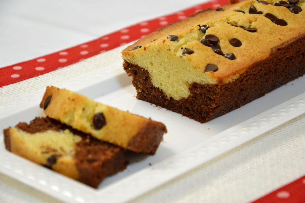 עוגת שוקולד וניל עם שוקולד צ'יפס (צילום: אפרת סיאצ'י)