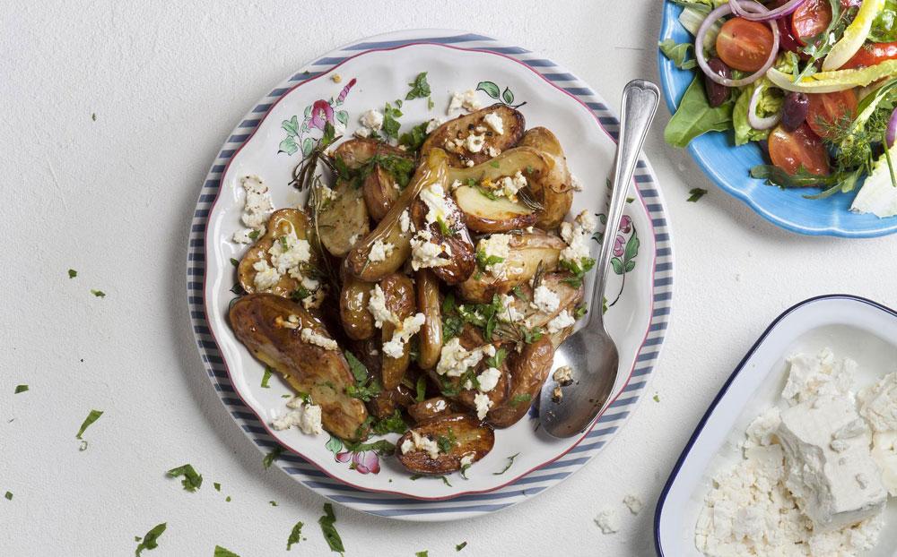 תפוחי אדמה קטנים בתנור עם רוזמרין ושום (צילום: דניאל לילה)