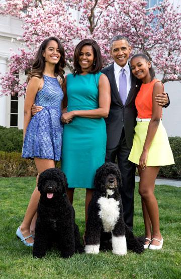 האופנה נשארת במשפחה, מימין: סאשה, ברק, מישל ומליה אובמה (צילום: rex/asap creative )