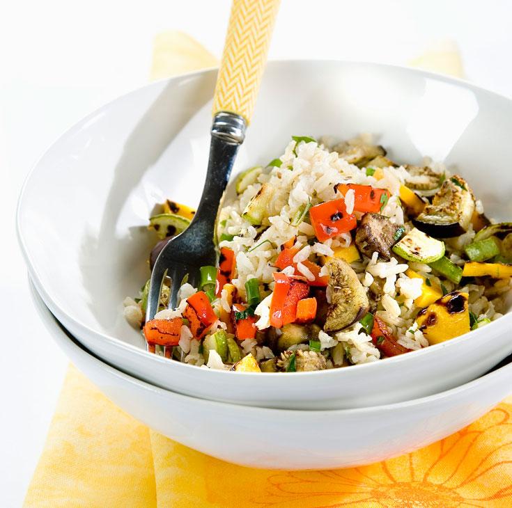195 קלוריות למנה. סלט אורז מלא וירקות קלויים  (צילום: יוסי סליס, סגנון: נטשה חיימוביץ)