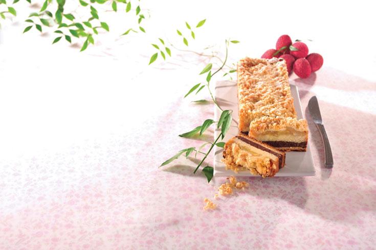 עוגת שכבות תפוחים, אגוזים ושטרויזל של מיקי שמו (צילום: פיליפ מטראי )