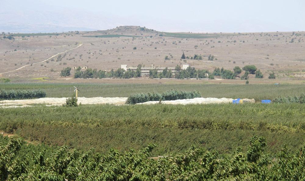 המקום: עיקול בכביש 98 בצפון רמת הגולן, ממש על קו הגבול עם סוריה, אך הגישה למקום חופשית (צילום: מיכאל יעקובסון)