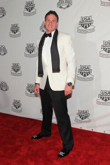 יודע להתלבש כשצריך. ריאן לוכטה על השטיח האדום, 2011 (צילום: gettyimages)