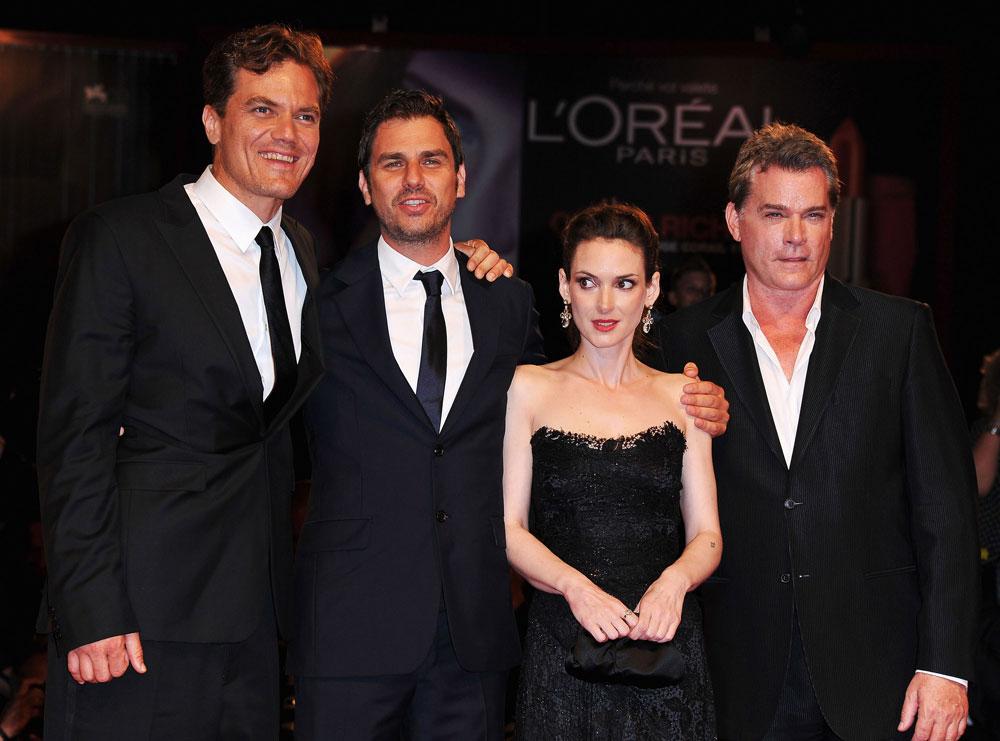"""""""אריאל הוא במאי נהדר"""". פרומן עם כוכביו מייקל שאנון, ווינונה ריידר וריי ליוטה (צילום: gettyimages)"""
