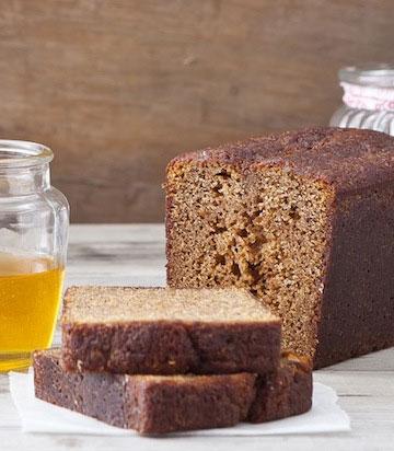 עוגת דבש בניחוח הדרים (צילום: שירן כרמל, סגנון: שרון טמיר)