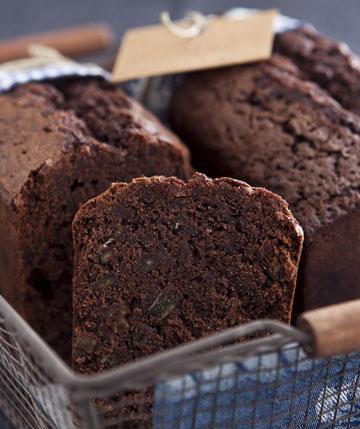 מרקם עשיר. עוגת שוקולד-דבש (צילום: שירן כרמל, סגנון: שרון טמיר)